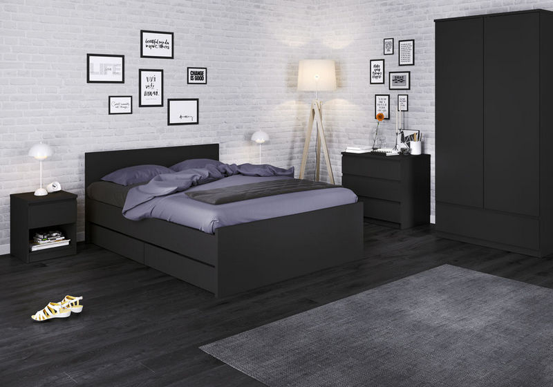 Czarne Meble Do Sypialni Z Wygodnym łóżkiem Uzupełnionym