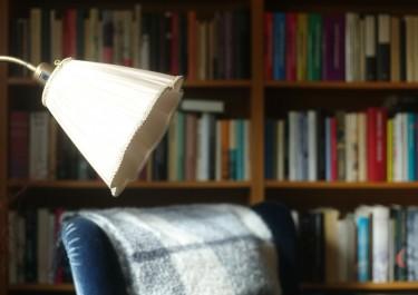 Zestaw mola książkowego — fotel i lampa do czytania