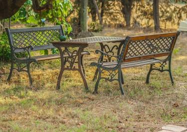 Jak konserwować meble ogrodowe?