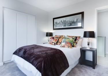 Sypialnia z białymi meblami - tak czy nie?