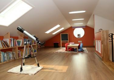 Jak urządzić pokój młodzieżowy na poddaszu?