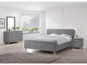 Tapicerowane meble w przytulnej sypialni w stylu skandynawskim