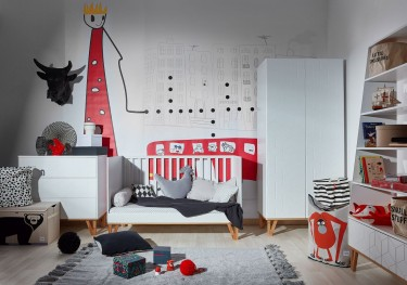 Skandynawskie meble dziecięce z wzorem geometrycznym na frontach w kolorze białym