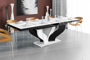 Biało-czarny stół w wysokim połysku w towarzystwie pomarańczowych krzeseł z tworzywa