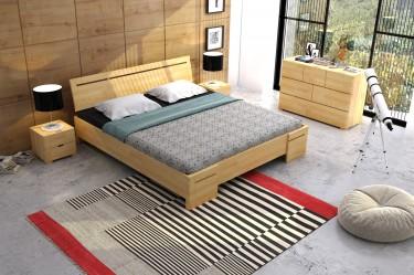 Zestaw mebli sypialnianych z drewnianym łóżkiem podwójnym i pojemną komodą