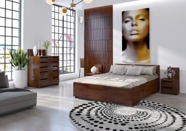 Zestaw drewnianych mebli z wysokim łóżkiem dla dwóch osób i pojemną komodą