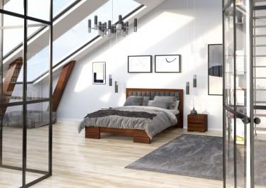 Podwójne łóżko drewniane z pikowanym zagłówkiem i wysoką ramą