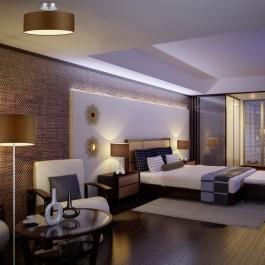 Elegancka sypialnia z brązowymi lampami i drewnianymi meblami