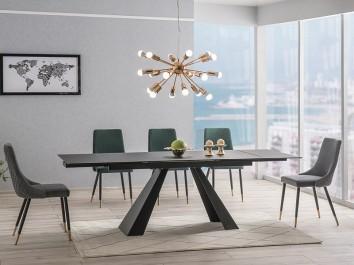 Nowoczesna jadalnia z czarnym stołem i pikowanymi krzesłami bez podłokietników
