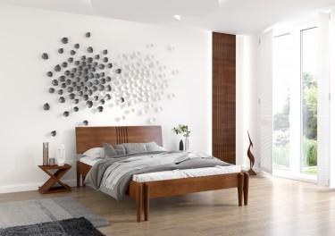 Brązowe meble do sypialni na tle jasnej ściany