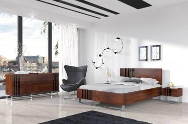 Stylowa sypialnia z ciemnymi meblami i przestronnym oknem