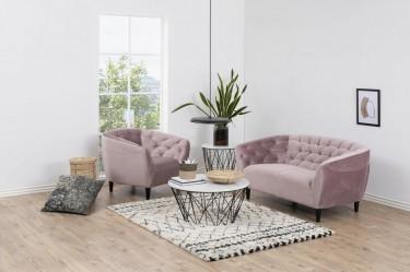Zestaw pikowanych mebli tapicerowanych w kolorze pudrowego różu w małym salonie