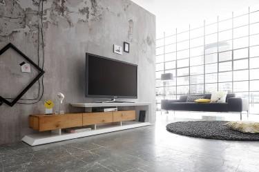 Nowoczesna szafka pod telewizor na tle betonowej ściany