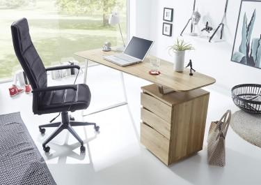 Nowoczesne biurko komputerowe w jasnym pomieszczeniu