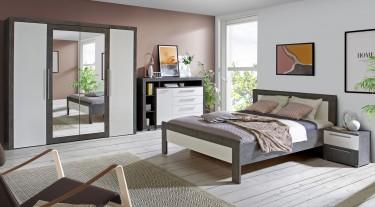 Eleganckie meble w nowoczesnej sypialni z dużym oknem