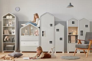 Meble do pokoju dziecięcego w kształcie domków z oknami