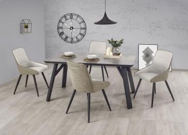 Zestaw skórzanych krzeseł ze stołem w aranżacji nowoczesnej jadalni z drewnianą podłogą i szarymi ścianami