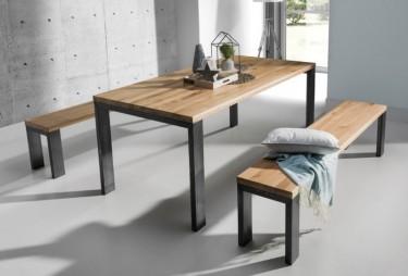 Meble w stylu industrialnym z litego drewna dębowego i stali w nowoczesnej jadalni