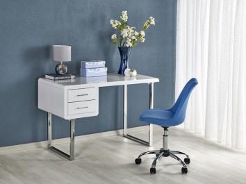 Kącik gabinetowy z obrotowym krzesłem i lakierowanym biurkiem na tle ciemnej ściany obok dużego okna