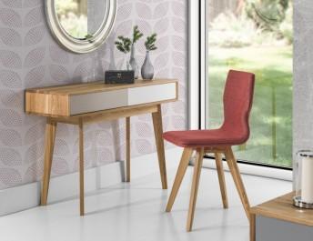 Drewniana konsola z szufladami i tapicerowane krzesło bez podłokietników na dębowych nogach