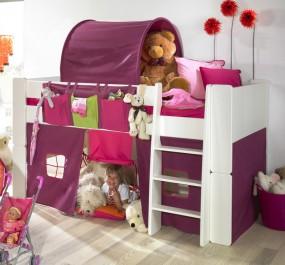 Białe łóżko na antresoli z różowymi akcesoriami w postaci tunelu namiotu i zasłony