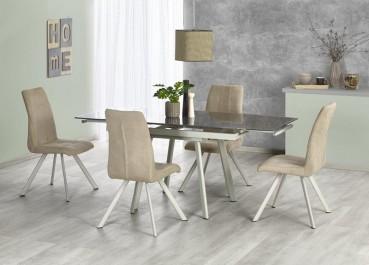 Zestaw mebli w postaci rozkładanego stołu i beżowych krzeseł w jadalni z wiszącą lampą i dużym obrazem