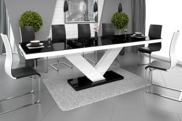 Rozkładany stół do 2,5 metrów o połyskującej powierzchni w jadalni z dużym oknem i zasłoną