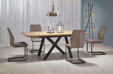 Rozkładany stół na metalowych nogach w zestawie z tapicerowanymi krzesłami w jadalnianej aranżacji