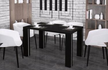 Rozkładany stół z płyty drewnopodobnej w jadalni z białymi krzesłami z tworzywa sztucznego