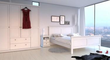 Białe meble w jasnej sypialni z dużym oknem i zasłoną