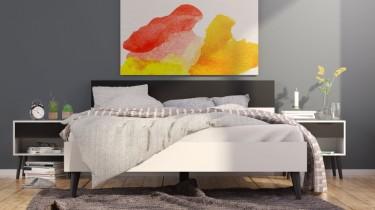 Biało-czarne szafki nocne z szufladami oraz łóżko z wysokim wezgłowiem na nóżkach z drewna dębowego