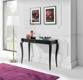 Czarna konsola drewniana z blatem ze szkła hartowanego w stylu retro na tle białej ściany w salonie