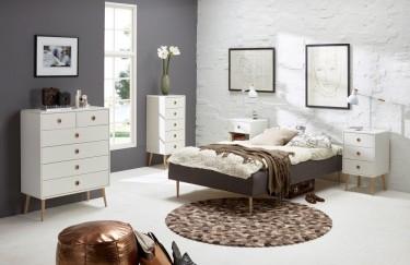 Białe komody i szafki nocne na wysokich smukłych nogach z drewna dębowego