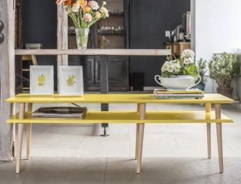 Żółta szafka z podwójnym blatem w stylu skandynawskim na drewnianych nogach