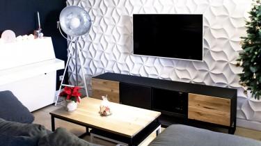 Szafka RTV i stolik kawowy w stylu industrialnym i z dodatkiem litego drewna w nowoczesnym wnętrzu