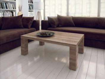 Prostokątna ława pokojowa w imitacji drewna na czterech nogach na tle białej podłogi o połyskującej powierzchni