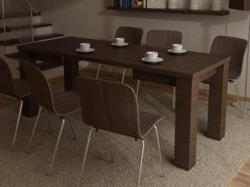 Rozkładany stół na czterech nogach w imitacji drewna i krzesła ze sklejki na metalowych nogach