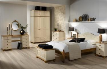 Kremowe meble do sypialni z ozdobnym wykończeniem z drewna sosnowego