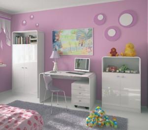 Pokój dziewczęcy z różowymi ścianami i zestawem mebli biurowych w wysokim połysku