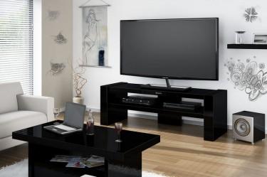 Czarny stolik RTV z półką na sprzęt audio-video w nowoczesnym salonie z białymi, zdobionymi ścianami