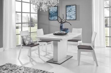 Rozkładany stół lakierowany w kolorze białym i drewniane krzesła z tapicerowanym siedziskiem
