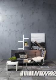 Sofa na wysokich nóżkach z funkcją spania tapicerowana szarą tkaniną i zdobiona modnymi przeszyciami