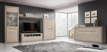Zestaw nowoczesnych mebli salonowych z beżowymi frontami w wysokim połysku i oświetleniem LED