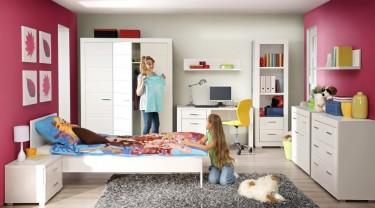 Matowe meble w kolorze białym jako uzupełnienie pokoju dziewczęcego