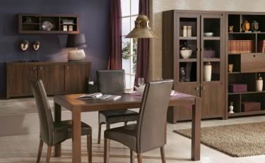 Ciemne meble w imitacji drewna z uchwytami w kolorze starego mosiądzu w tradycyjnym wnętrzu domowym