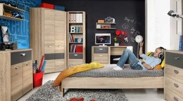 Zestaw mebli młodzieżowych w imitacji drewna z biurkiem i szafą narożnikową w pokoju nastolatka