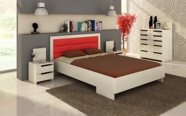Łóżko z wysokim tapicerowanym wezgłowiem oraz komoda z ośmioma szufladami i białe szafki nocne