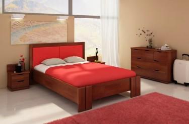 Bukowe łóżko z tapicerowanym wezgłowiem oraz szafki nocne z dwiema szufladami