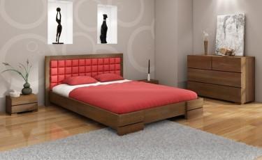 Komoda z pojemnymi szufladami oraz łóżko z drewna sosnowego z tapicerowanym ekoskórą wezgłowiem