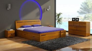 Meble do sypialni z naturalnego drewna sosnowego w ciepłym odcieniu olchy